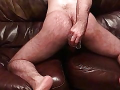 Sluttygaysub- Pathetic Faggot playing with his sloppy hole.