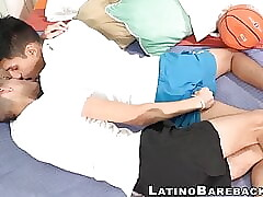 Making out and bareback for Latin twinks that enjoy it all