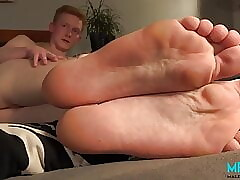 Ginger lad shows his feet and jerks off