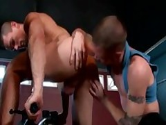 Muscled amateur twinks buttfucking